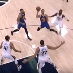 Stephen Curry también anota con escorzos